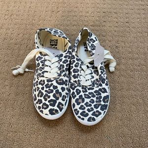 Addy Lace Up Billabong Sneaker size 6 NWOT